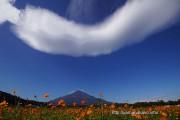 富士山にかかる大きな吊し雲