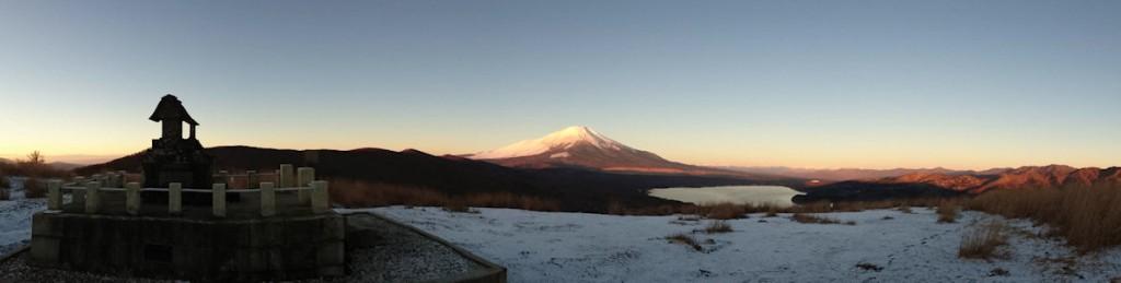 雪で白くなった明神山(鉄砲木ノ頭)山頂