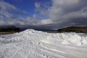 雪まつり会場の滑り台