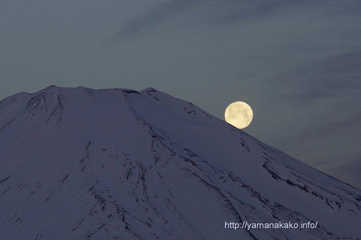 富士山に沈む月、ちょいずれパール富士