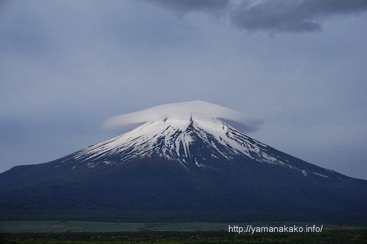 笠雲を被った富士山
