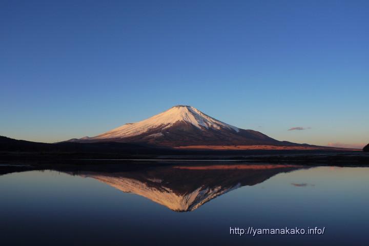 きらら横の河口の逆さ富士