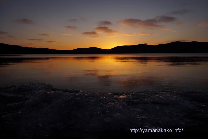 日の出前の山中湖