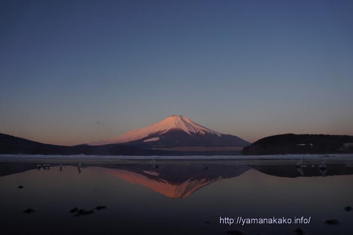 氷間の逆さ富士