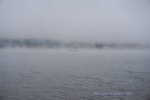 けあらしと霧の山中湖