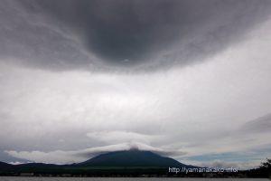 笠雲と吊るし雲