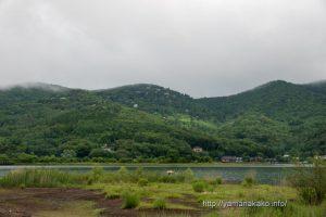 曇り空の山中湖